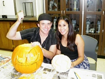 15 Fabulous Fall Date Ideas - Pumpkin Carving